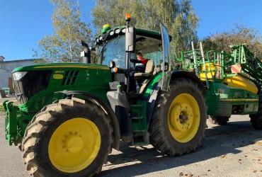 Mit dem Traktor raus aufs Feld